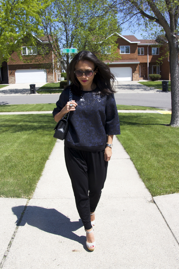 This is a picture of navy blue top with black harem pants