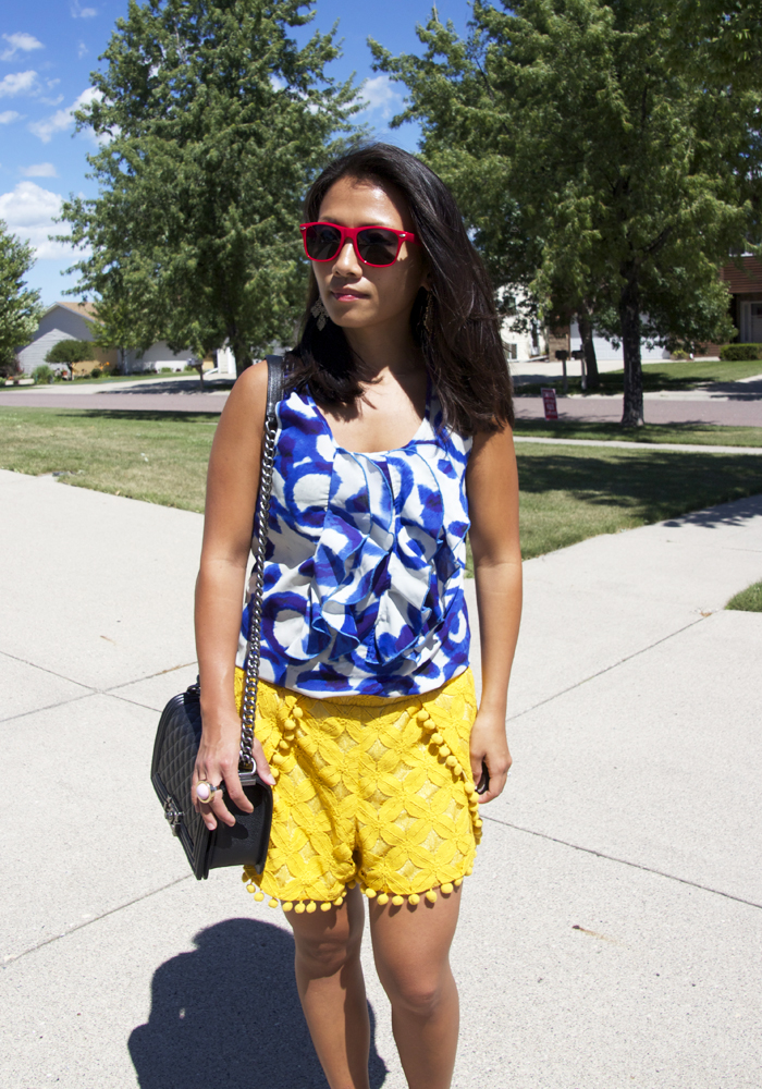 blue-printed-top-yellow-lace-shorts-look3